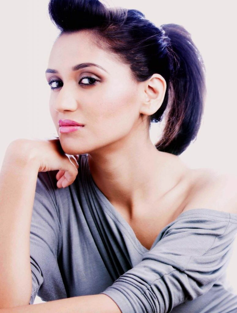 Nikita Dutta Age, Biography, Photos(images), Father, Birthday, Education, Family, Height, Net Worth, Boyfriend, Instagram, Wiki, Facebook, Imdb, Twitter (9)