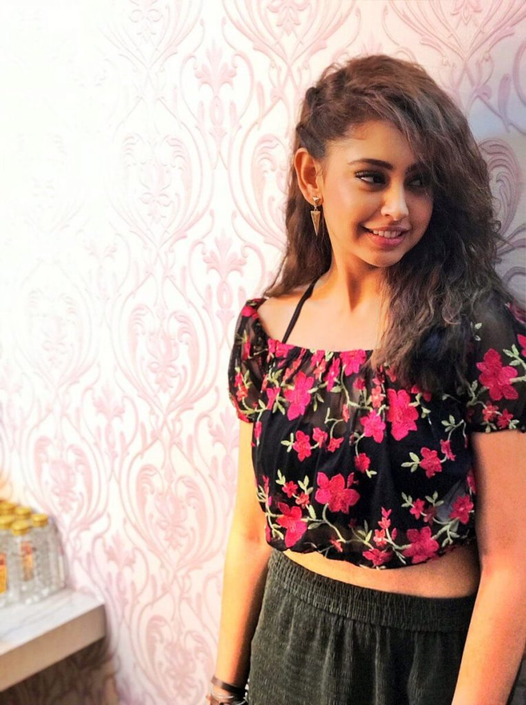 Niti Taylor Engagement, Biography, Height, Age, Images(photos), Marriage, Birthday, Husband, App, Hairstyle, Education, Net Worth, Family, Details, Instagram, Twitter, Wiki, Facebook, Imdb (30)