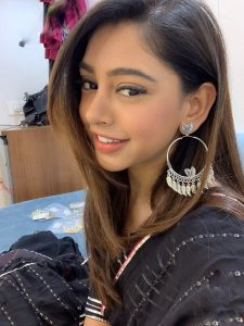 Niti Taylor Engagement, Biography, Height, Age, Images(photos), Marriage, Birthday, Husband, App, Hairstyle, Education, Net Worth, Family, Details, Instagram, Twitter, Wiki, Facebook, Imdb (31)