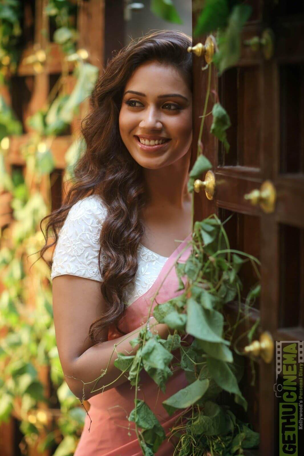 Nivetha Pethuraj Date Of Birth, Wallpapers, Age, Biography, Net Worth, Height, Education, Wiki, Facebook, Twitter, Imdb, Instagram, Youtube (1)