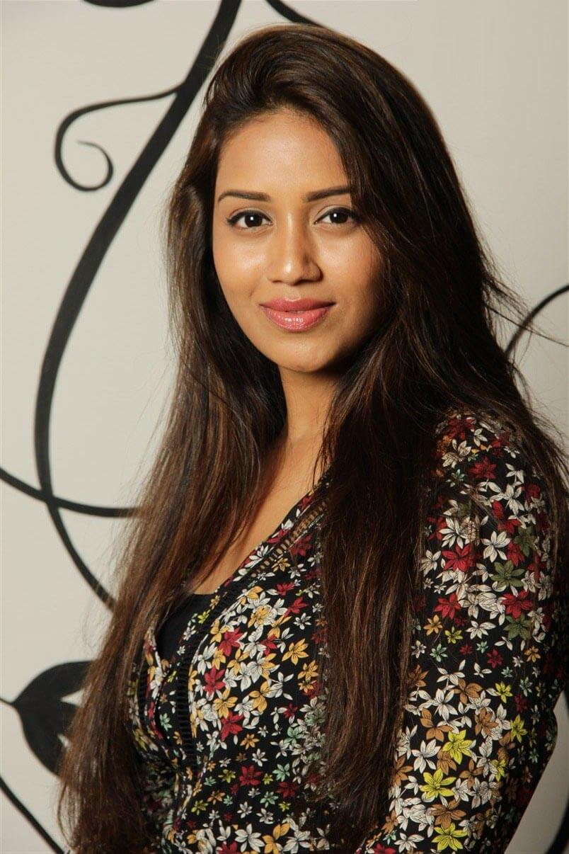 Nivetha Pethuraj Date Of Birth, Wallpapers, Age, Biography, Net Worth, Height, Education, Wiki, Facebook, Twitter, Imdb, Instagram, Youtube (10)