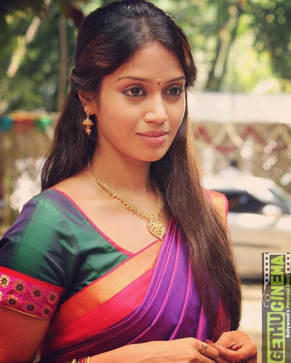 Nivetha Pethuraj Date Of Birth, Wallpapers, Age, Biography, Net Worth, Height, Education, Wiki, Facebook, Twitter, Imdb, Instagram, Youtube (15)