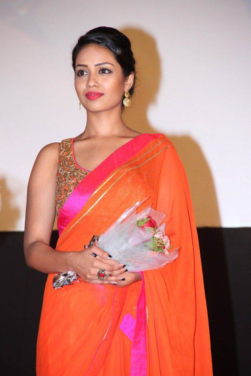 Nivetha Pethuraj Date Of Birth, Wallpapers, Age, Biography, Net Worth, Height, Education, Wiki, Facebook, Twitter, Imdb, Instagram, Youtube (21)