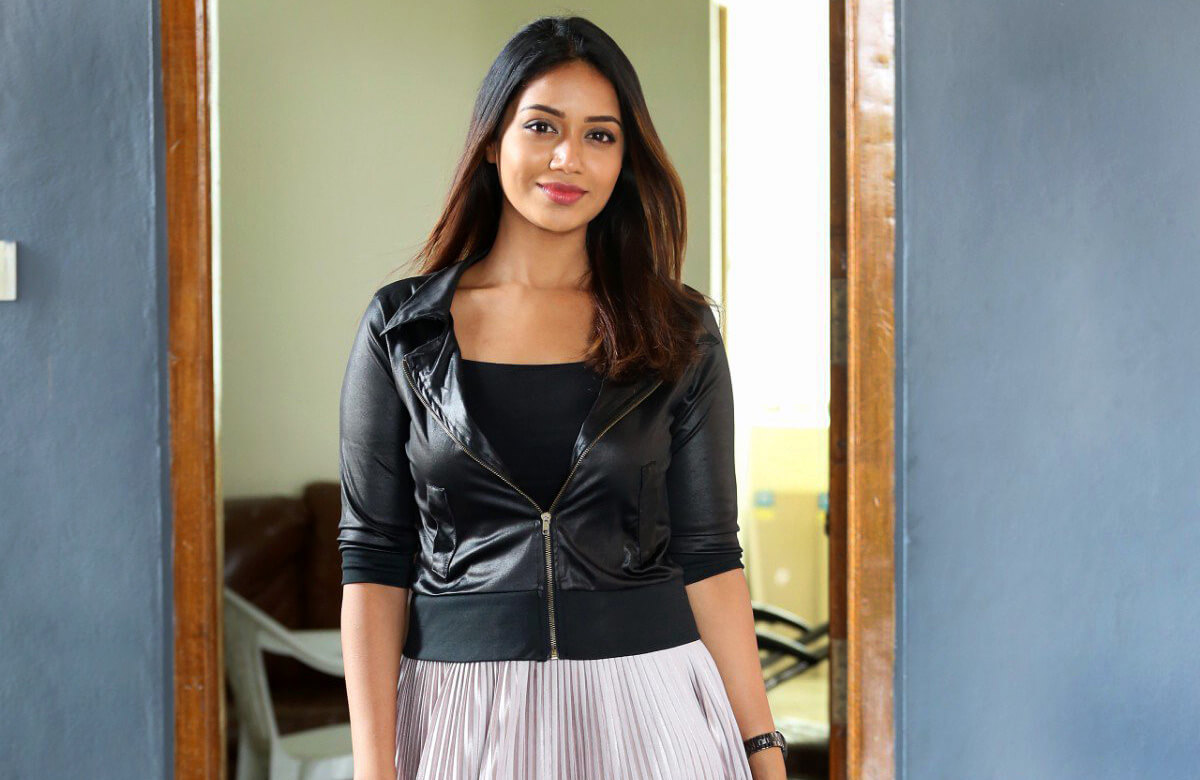 Nivetha Pethuraj Date Of Birth, Wallpapers, Age, Biography, Net Worth, Height, Education, Wiki, Facebook, Twitter, Imdb, Instagram, Youtube (22)