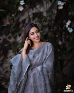 Nivetha Pethuraj Date Of Birth, Wallpapers, Age, Biography, Net Worth, Height, Education, Wiki, Facebook, Twitter, Imdb, Instagram, Youtube (31)