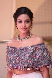 Nivetha Pethuraj Date Of Birth, Wallpapers, Age, Biography, Net Worth, Height, Education, Wiki, Facebook, Twitter, Imdb, Instagram, Youtube (32)