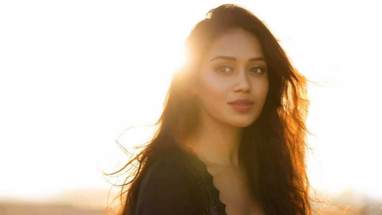 Nivetha Pethuraj Date Of Birth, Wallpapers, Age, Biography, Net Worth, Height, Education, Wiki, Facebook, Twitter, Imdb, Instagram, Youtube (41)