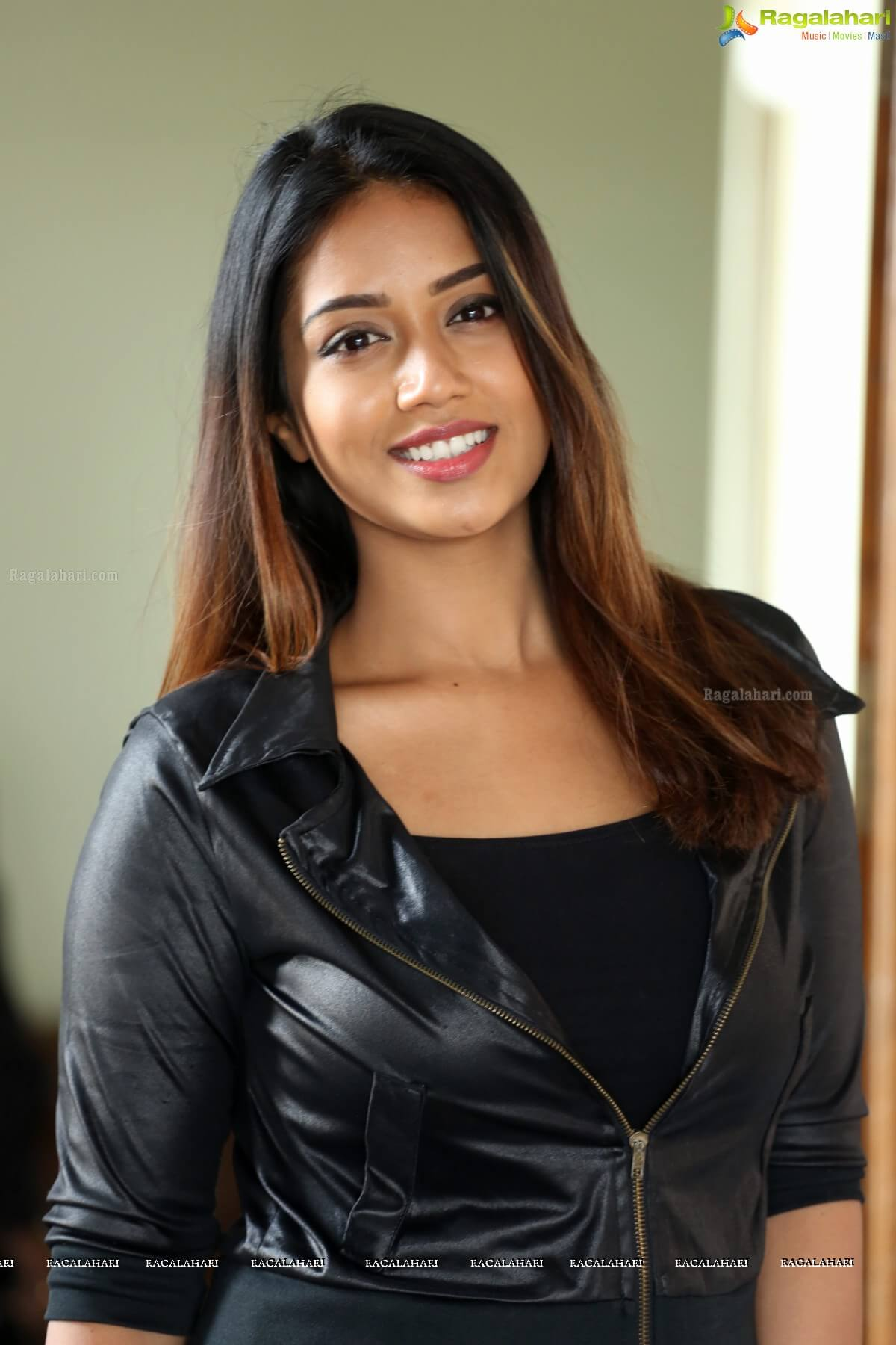 Nivetha Pethuraj Date Of Birth, Wallpapers, Age, Biography, Net Worth, Height, Education, Wiki, Facebook, Twitter, Imdb, Instagram, Youtube (45)