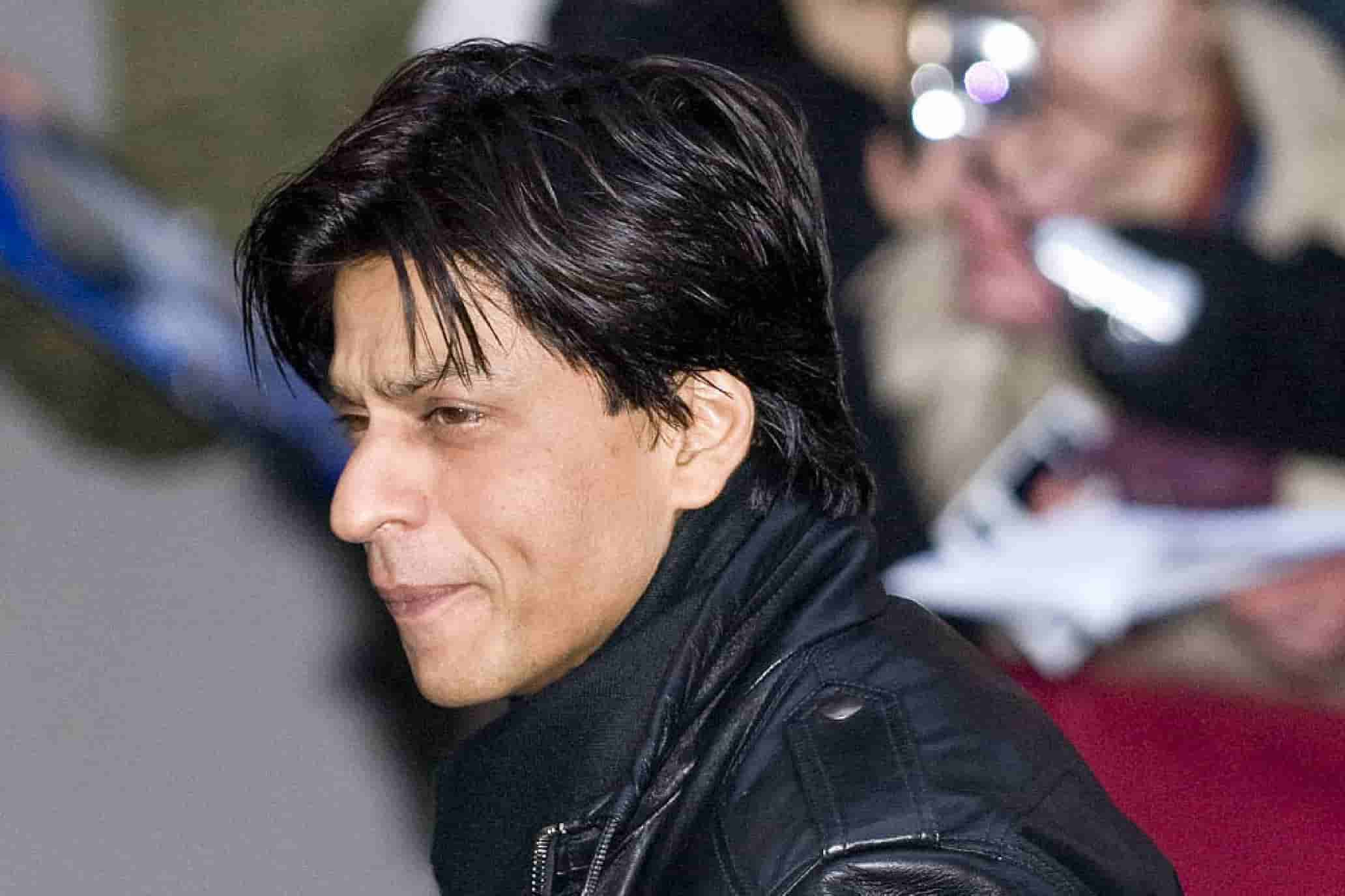 Shahrukh Khan Photo(images), Wife, Age, Son, Net Worth, Height, Daughter, Birth Date, Family, Biography, Children, Hairstyle, Education, Awards, Details, Instagram, Wiki. Twitter, Facebook, Im ( (40)