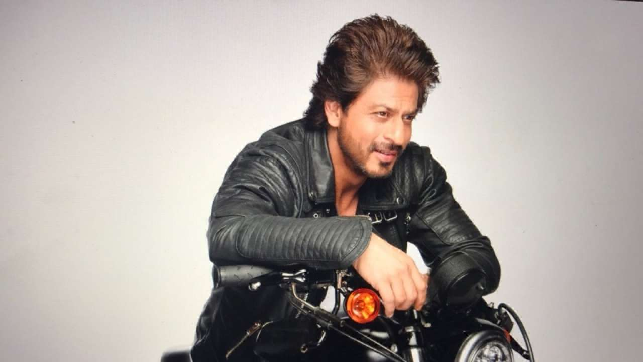 Shahrukh Khan Photo(images), Wife, Age, Son, Net Worth, Height, Daughter, Birth Date, Family, Biography, Children, Hairstyle, Education, Awards, Details, Instagram, Wiki. Twitter, Facebook, Im ( (76)