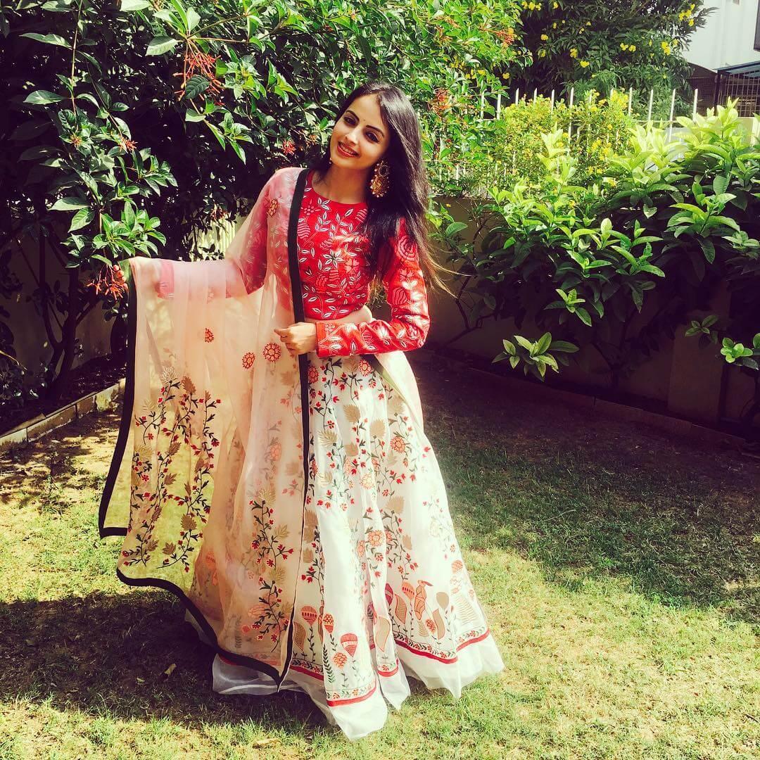 Shrenu Parikh age, husband, photos(image), birthday, height, net worth, biography, instagram, facebook, wiki, imdb, twitter