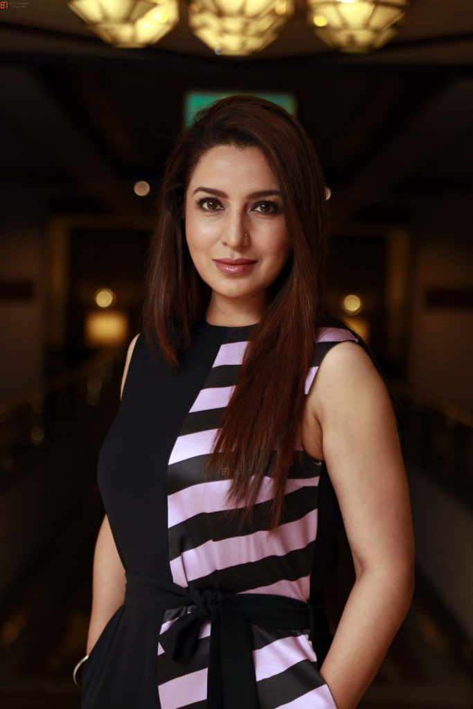 Tisca Chopra Husband, Daughter, Family, Age, Height, Biography, Date Of Birth, Marriage, Net Worth, Instagram, Twitter, Facebook, Image(photos), Wiki, Imdb (34)