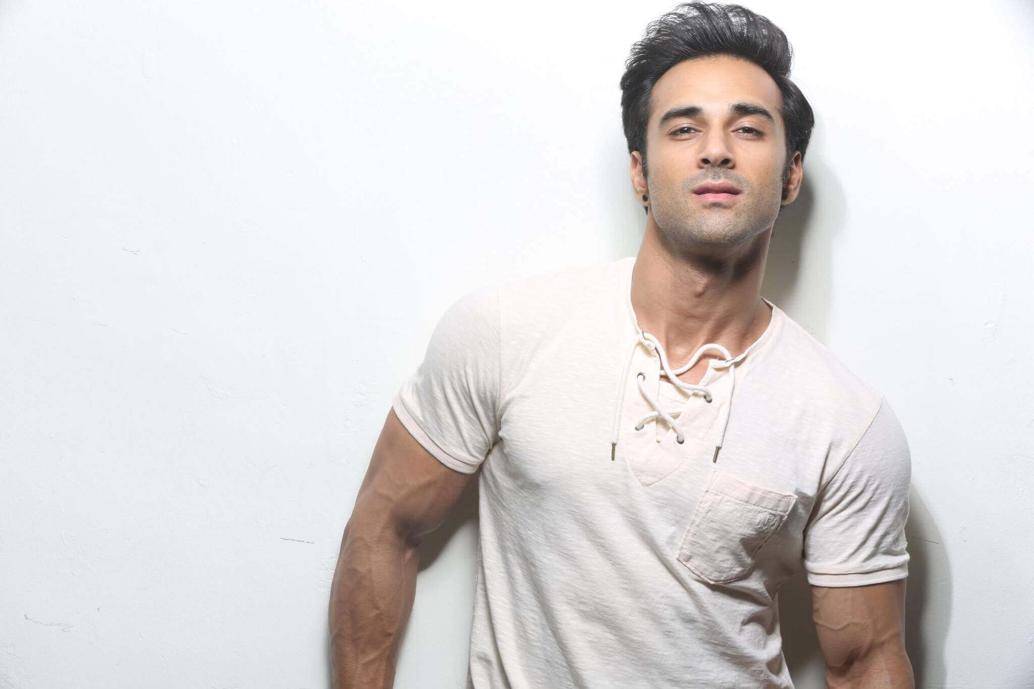 Pulkit Samrat wife, movies, age, height, images(photo), biography, hairstyle, girlfriend, family, married, net worth, education, wiki, twitter, instagram, facebook, imdb