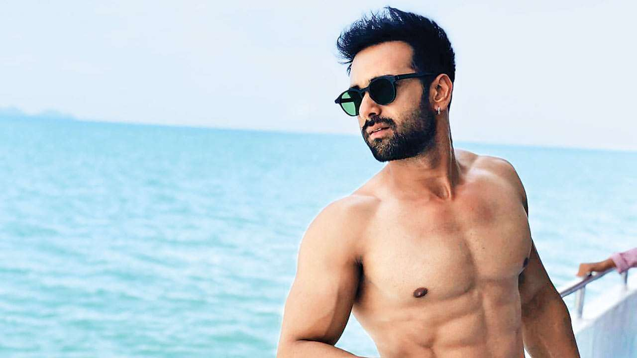 Pulkit Samrat Wife, Movies, Age, Height, Images(photo), Biography, Hairstyle, Girlfriend, Family, Married, Net Worth, Education, Wiki, Twitter, Instagram, Facebook, Imdb (6) class=