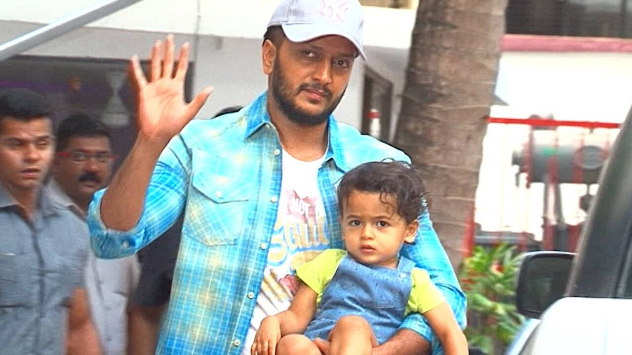 Riteish Deshmukh Wife, Age, Father, Son, Net Worth, Family, Height, Movie, Biography, Brother, House, Images(photos), Marriage, Awards, Education, Instagram, Wiki, Facebook, Twitte, Imdb (20)