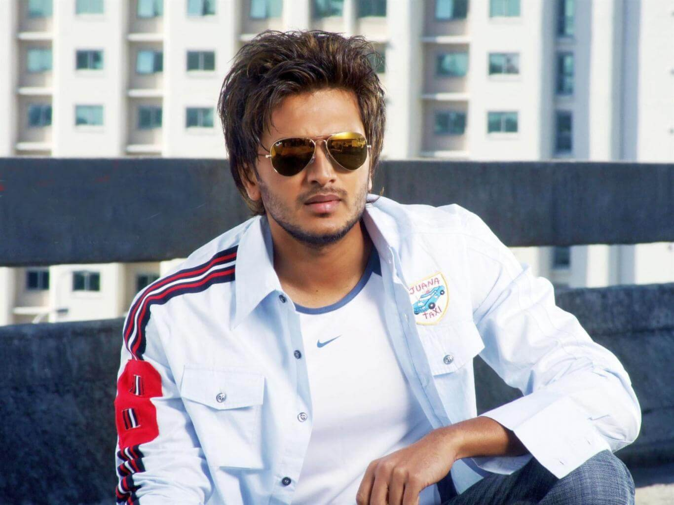 Riteish Deshmukh wife, age, father, son, net worth, family, height, movie, biography, brother, house, images(photos), marriage, awards, education, instagram, wiki, facebook, twitter, imdb
