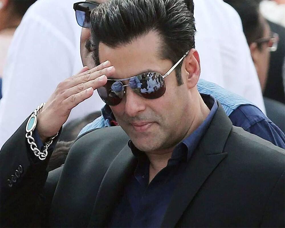 Salman Khan Photo, Age, News, Birthday, Height, Sister, Biography, Girlfriend, Awards, Address, Song, Video, Net Worth, Education, Twitter, Instagram, Facebook, Wiki, Imdb, Website, Youtube (64)