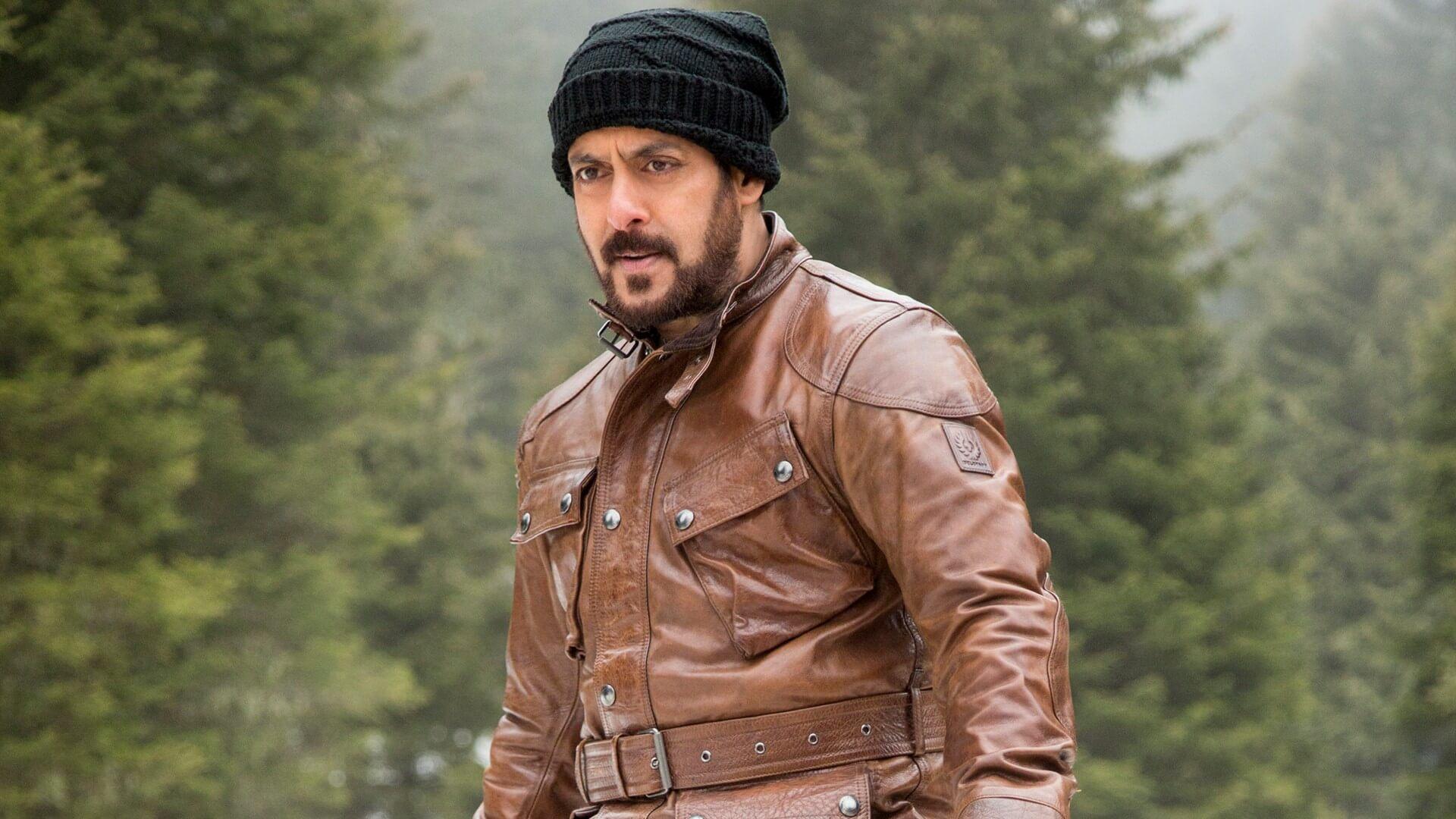 Salman Khan Photo, Age, News, Birthday, Height, Sister, Biography, Girlfriend, Awards, Address, Song, Video, Net Worth, Education, Twitter, Instagram, Facebook, Wiki, Imdb, Website, Youtube (8)