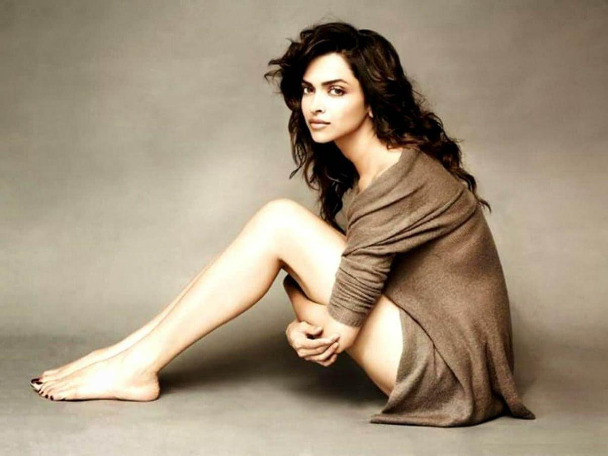 Deepika Padukone Wedding, Age, Height, Photos(images), Net Worth, Movies, Date Of Birth, Biography, Husband, Sister, Song, Family, Mother, Father, Hairstyle, Education, Awards, History, Det ( (20)