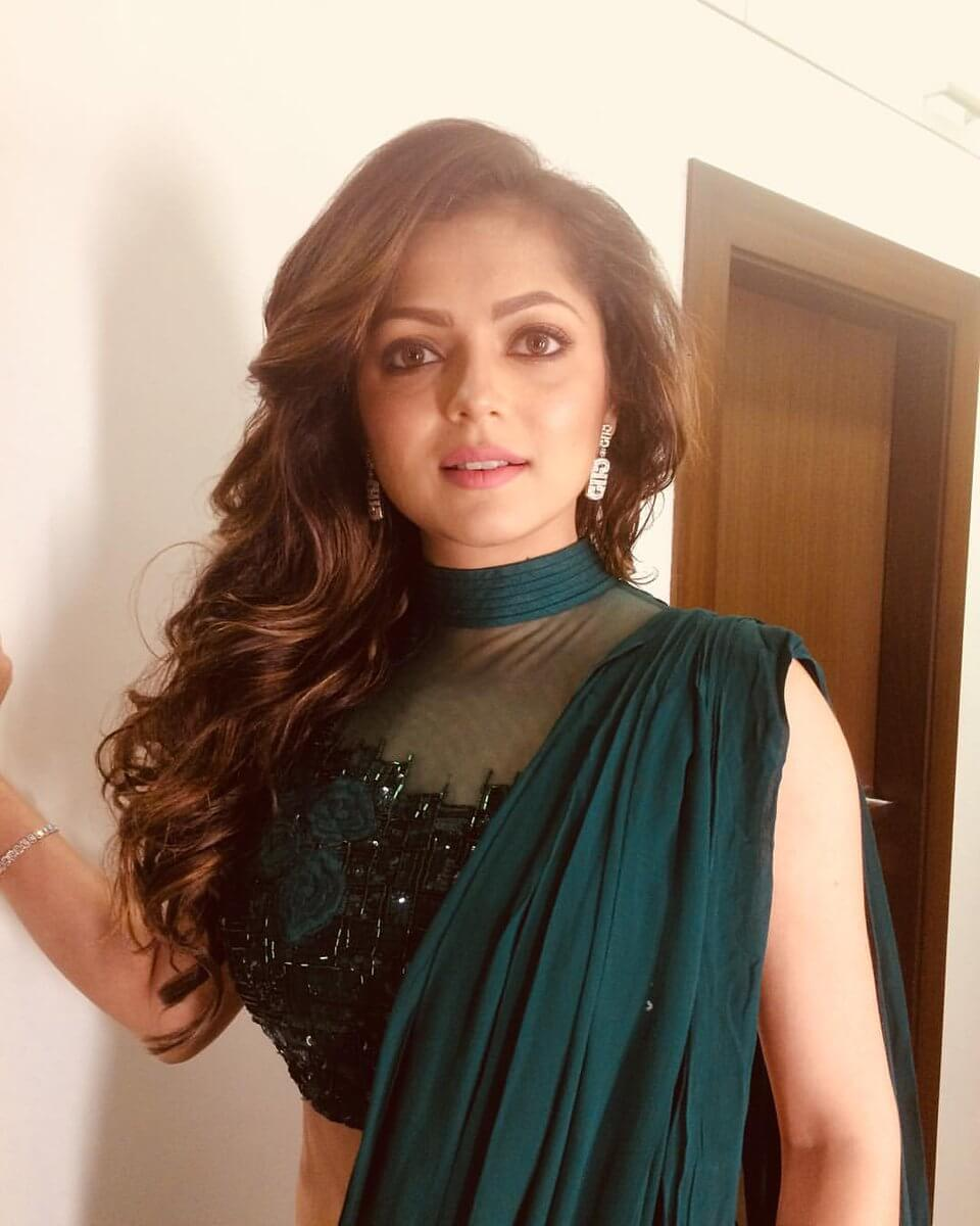 Drashti Dhami Age, Husband, Image(photos), Biography, Family, Height, Awards, Daughter, Date Of Birth, Marriage, Net Worth, Education, Twitter, Facebook, Instagram, Wiki, Imdb (44)class=