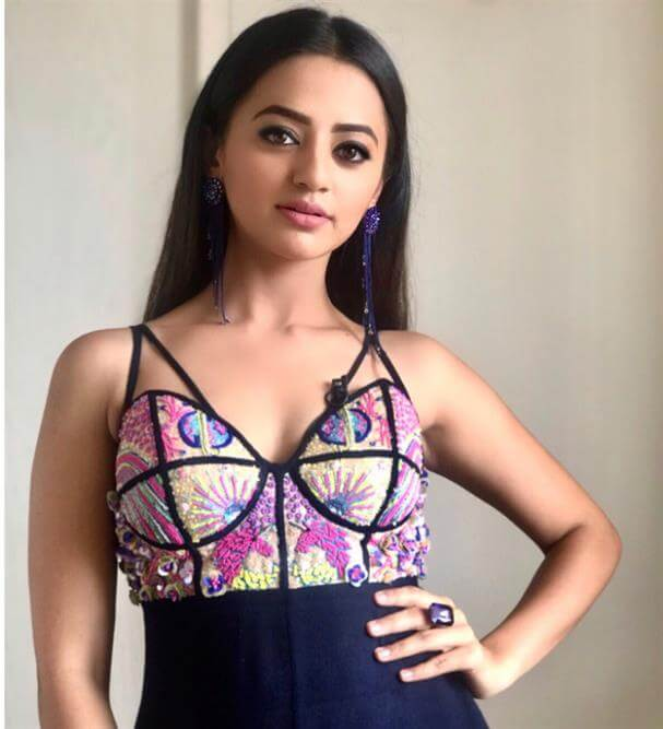 Helly Shah Age, Photos, Biography, Religion, Awards, Family, Height, Birthday, Boyfriend, Net Worth, Education, Instagram, Twitter, Facebook, Wiki, Imdb (102)