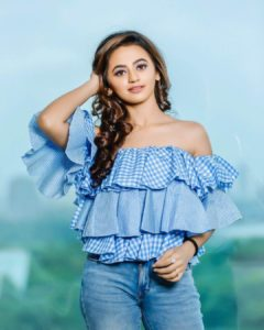 Helly Shah Age, Photos, Biography, Religion, Awards, Family, Height, Birthday, Boyfriend, Net Worth, Education, Instagram, Twitter, Facebook, Wiki, Imdb (19)