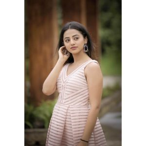 Helly Shah Age, Photos, Biography, Religion, Awards, Family, Height, Birthday, Boyfriend, Net Worth, Education, Instagram, Twitter, Facebook, Wiki, Imdb (23)