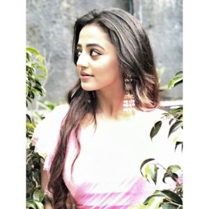 Helly Shah Age, Photos, Biography, Religion, Awards, Family, Height, Birthday, Boyfriend, Net Worth, Education, Instagram, Twitter, Facebook, Wiki, Imdb (26)