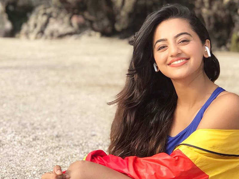 Helly Shah Age, Photos, Biography, Religion, Awards, Family, Height, Birthday, Boyfriend, Net Worth, Education, Instagram, Twitter, Facebook, Wiki, Imdb (27)