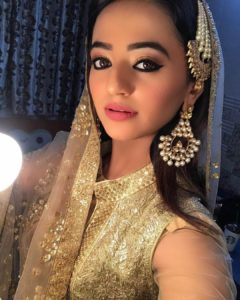 Helly Shah Age, Photos, Biography, Religion, Awards, Family, Height, Birthday, Boyfriend, Net Worth, Education, Instagram, Twitter, Facebook, Wiki, Imdb (32)