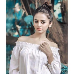 Helly Shah Age, Photos, Biography, Religion, Awards, Family, Height, Birthday, Boyfriend, Net Worth, Education, Instagram, Twitter, Facebook, Wiki, Imdb (46)