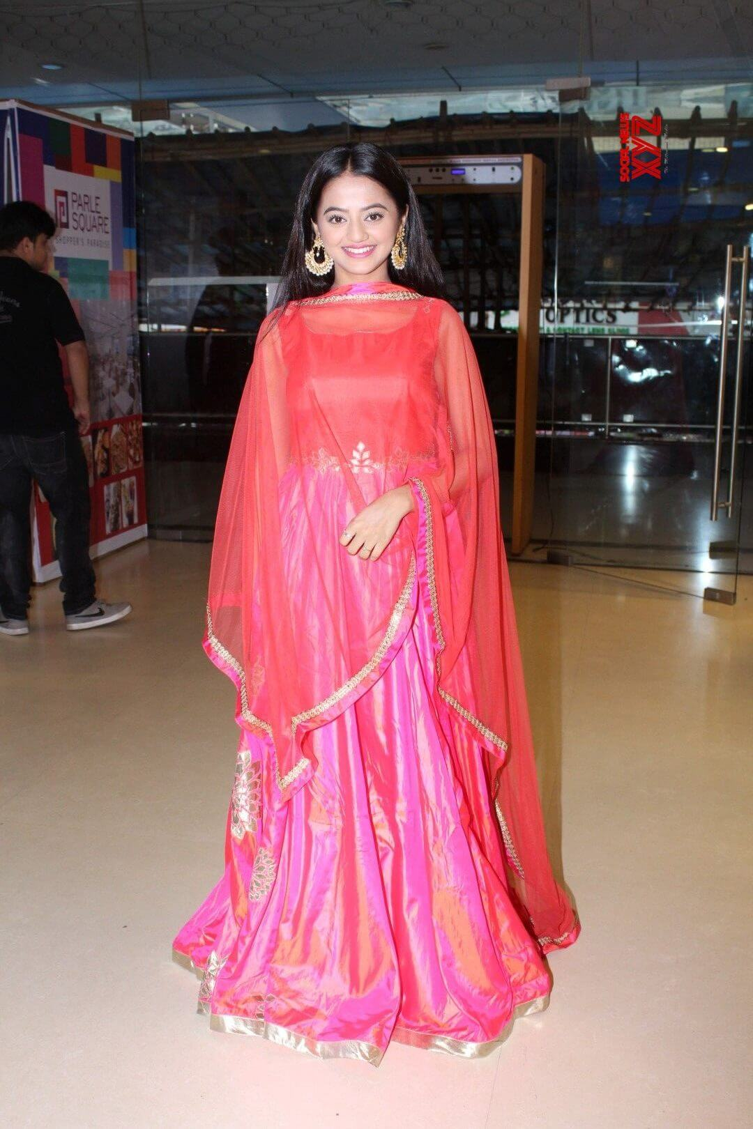 Helly Shah Age, Photos, Biography, Religion, Awards, Family, Height, Birthday, Boyfriend, Net Worth, Education, Instagram, Twitter, Facebook, Wiki, Imdb (5)