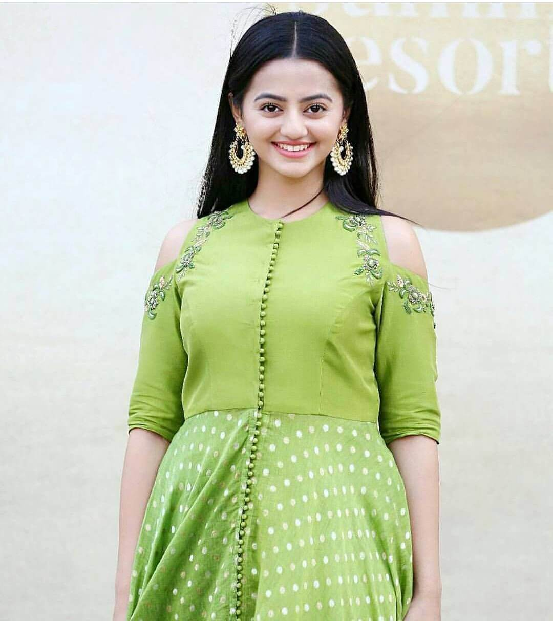 Helly Shah Age, Photos, Biography, Religion, Awards, Family, Height, Birthday, Boyfriend, Net Worth, Education, Instagram, Twitter, Facebook, Wiki, Imdb (9)