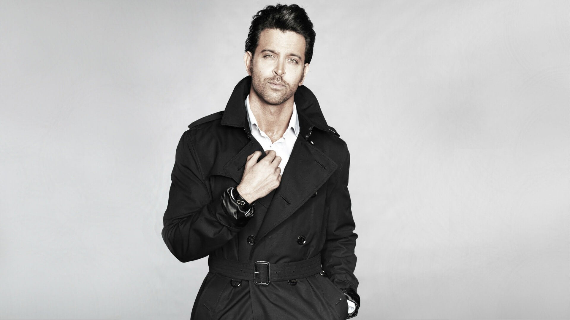 Hrithik Roshan Age, Movie, Height, Wife, Photos(images), Height, News, Dance, Son, Birthday, Family, Biography, Kids, Awards, Education,religion, Instagram, Twitter, Facebook, Wiki, Youtube, ( (113)