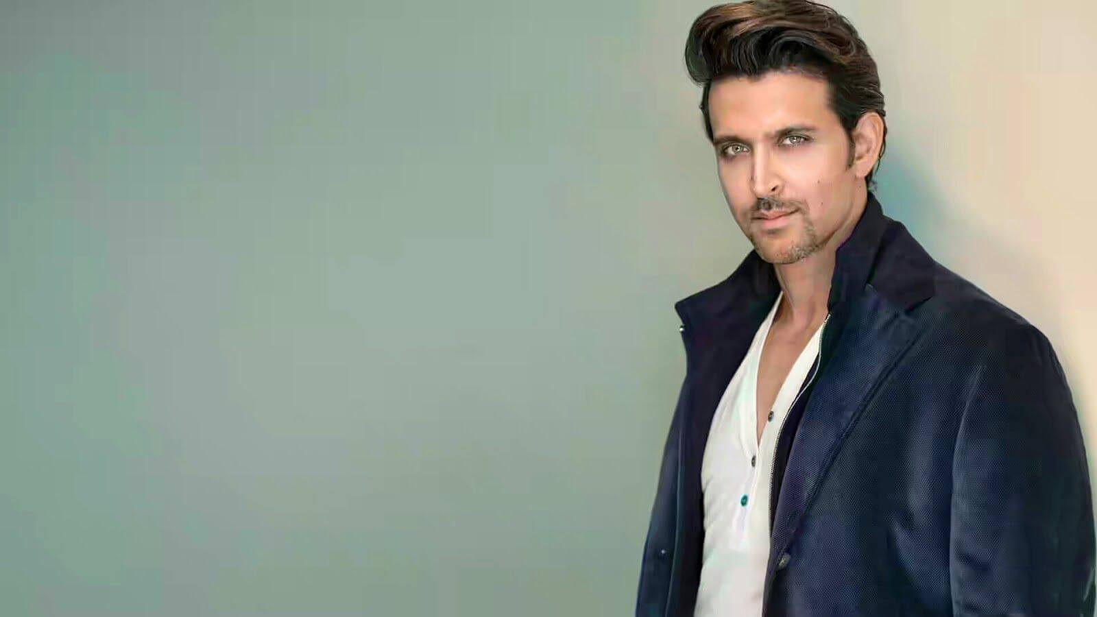 Hrithik Roshan Age, Movie, Height, Wife, Photos(images), Height, News, Dance, Son, Birthday, Family, Biography, Kids, Awards, Education,religion, Instagram, Twitter, Facebook, Wiki, Youtube, ( (154)