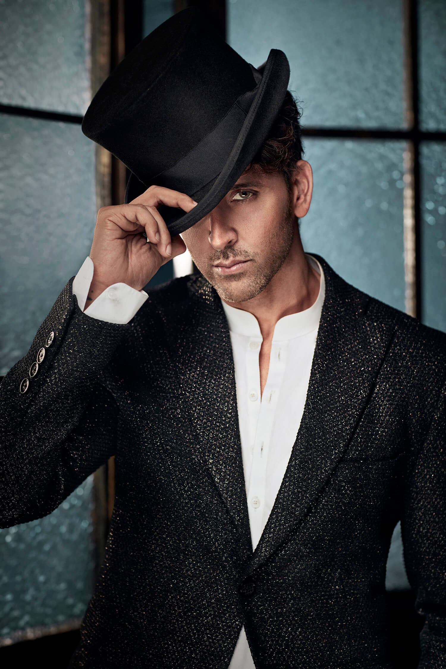Hrithik Roshan Age, Movie, Height, Wife, Photos(images), Height, News, Dance, Son, Birthday, Family, Biography, Kids, Awards, Education,religion, Instagram, Twitter, Facebook, Wiki, Youtube, ( (155)