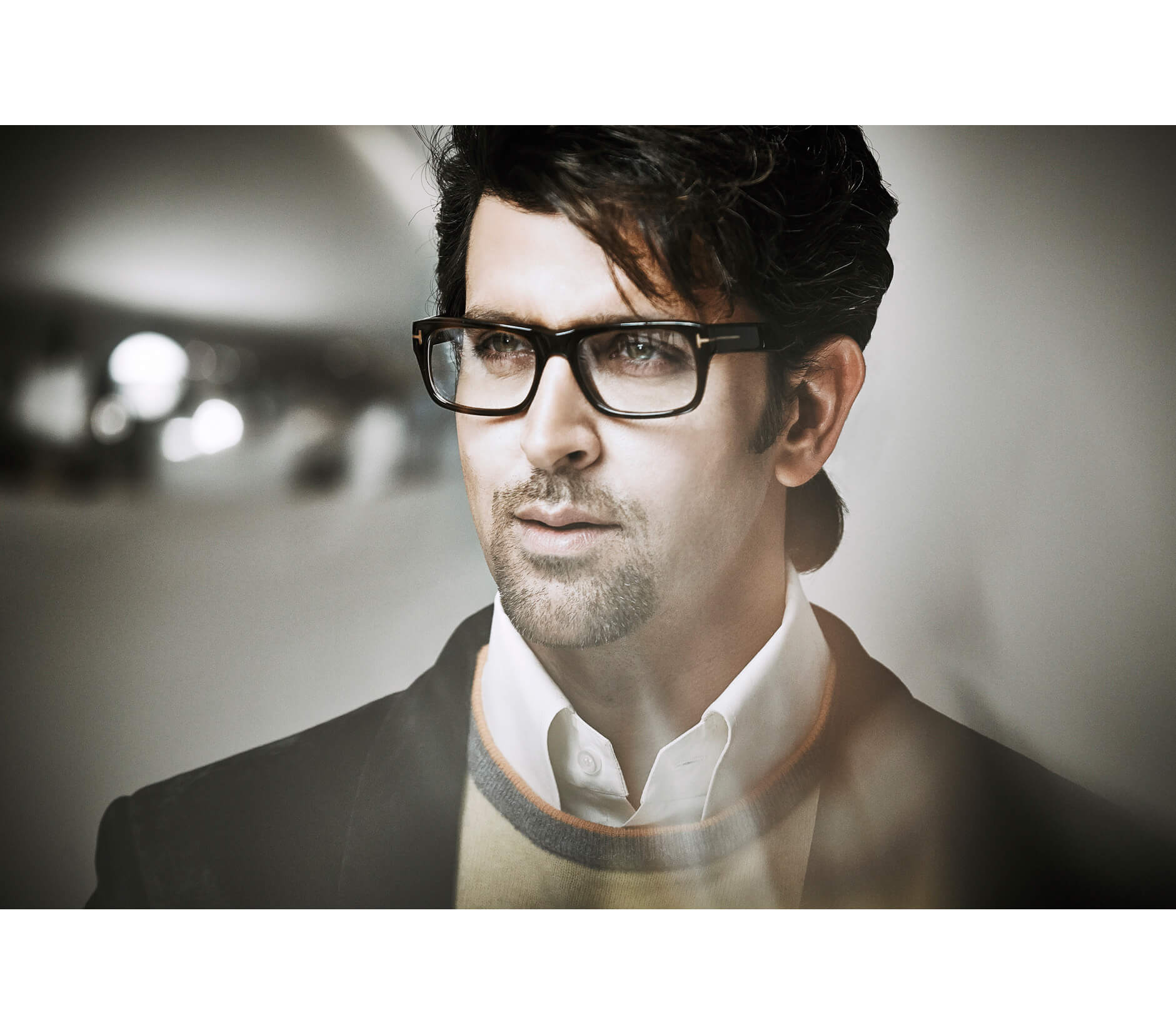 Hrithik Roshan Age, Movie, Height, Wife, Photos(images), Height, News, Dance, Son, Birthday, Family, Biography, Kids, Awards, Education,religion, Instagram, Twitter, Facebook, Wiki, Youtube, ( (158)