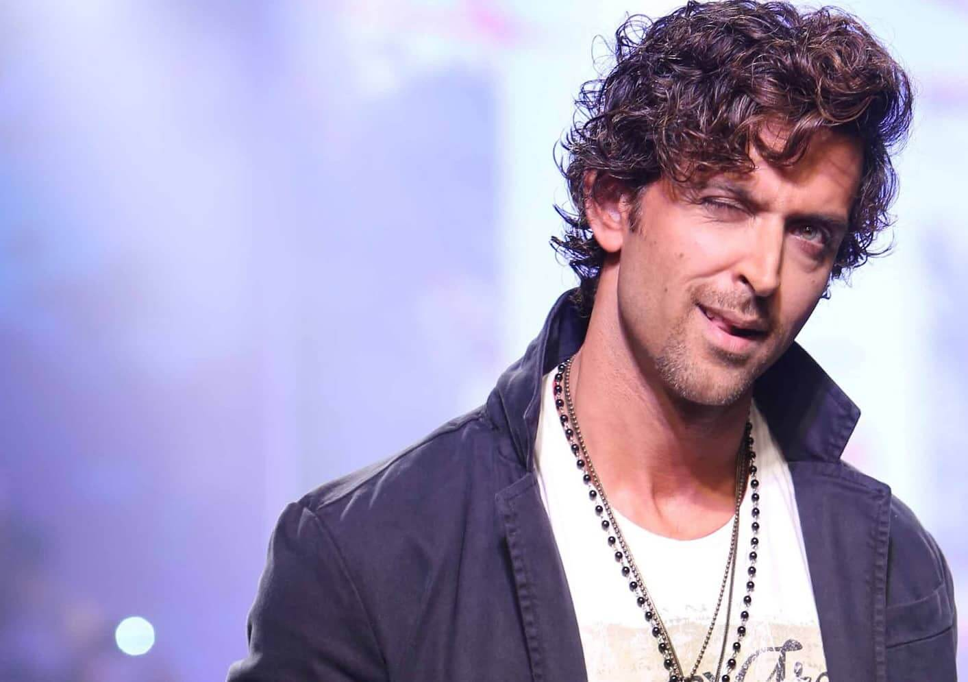 Hrithik Roshan Age, Movie, Height, Wife, Photos(images), Height, News, Dance, Son, Birthday, Family, Biography, Kids, Awards, Education,religion, Instagram, Twitter, Facebook, Wiki, Youtube, ( (86)