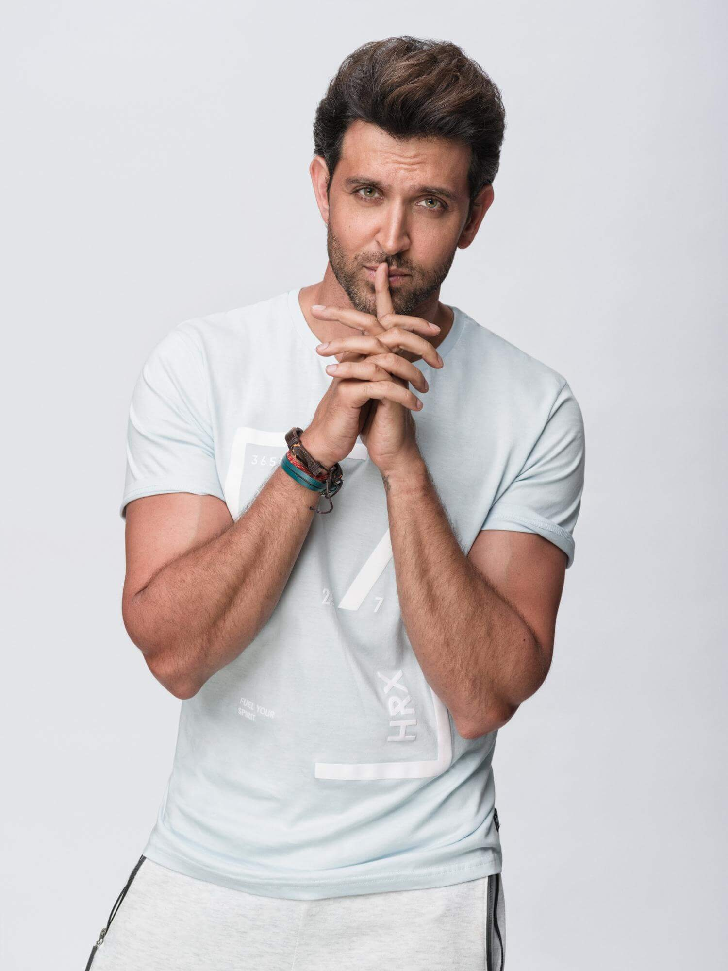 Hrithik Roshan Age, Movie, Height, Wife, Photos(images), Height, News, Dance, Son, Birthday, Family, Biography, Kids, Awards, Education,religion, Instagram, Twitter, Facebook, Wiki, Youtube, ( (87)