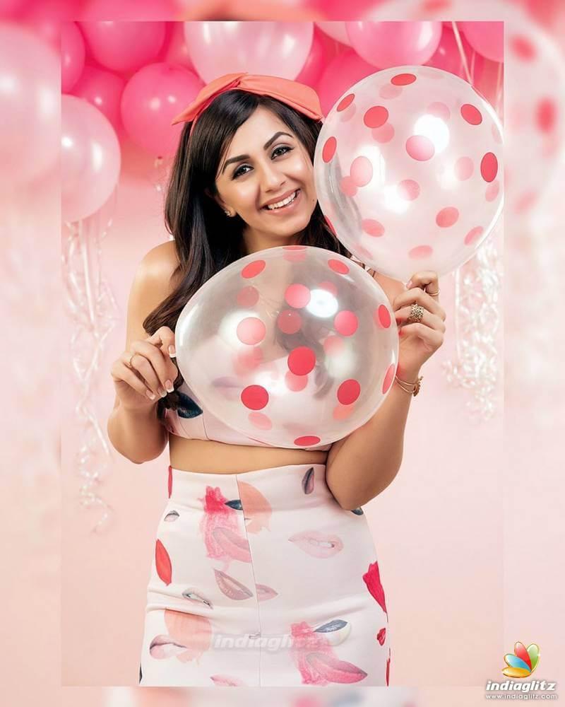 Nikki Galrani Movies, Images(photos), Sister, Height, Biography, Date Of Birth, Family, Boyfriend, Net Worth, Wedding, Education, Awards, Twitter, Wiki, Instagram, Facebook, Imdb, Youtube (47)