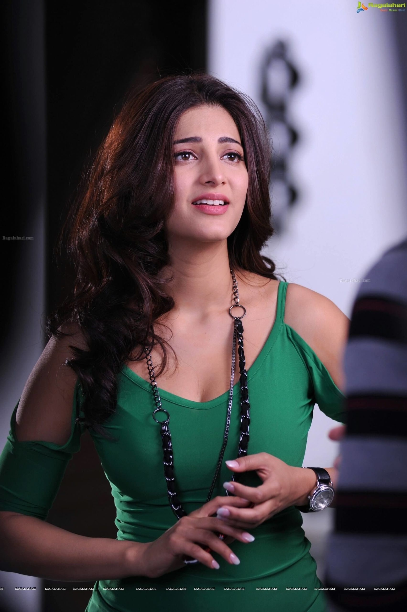 Shruti Haasan Age, Image(photos), Date Of Birth, Height, Boyfriend, Sister, Mother, Religion, Biography, Marriage, Family, Net Worth, Education, Awards, Instagram, Twitter, Wiki, Facebook, Imd ( (134)