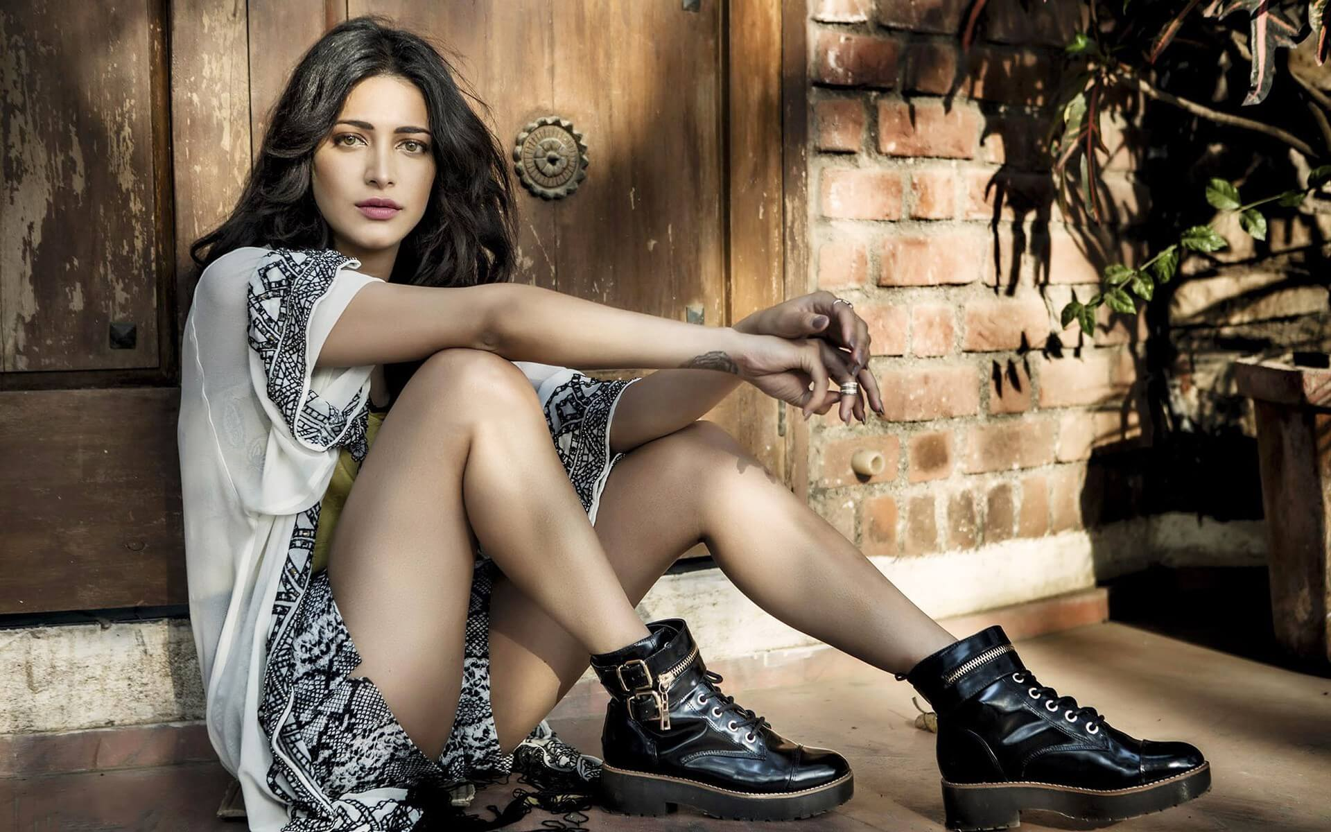 Shruti Haasan age, image(photos), date of birth, height, boyfriend, sister, mother, religion, biography, marriage, family, net worth, education, awards, instagram, twitter, wiki, facebook, imdb
