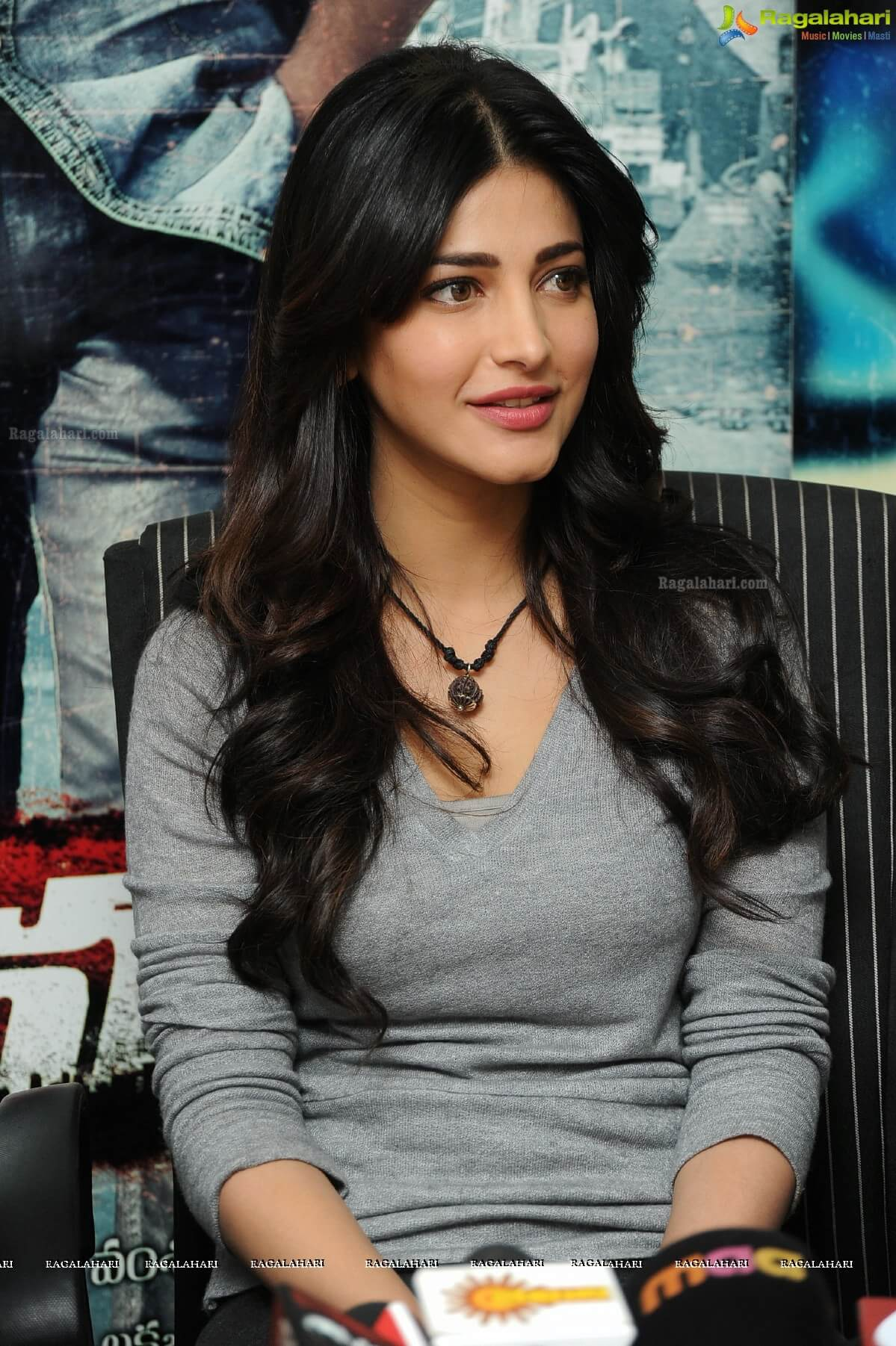 Shruti Haasan Age, Image(photos), Date Of Birth, Height, Boyfriend, Sister, Mother, Religion, Biography, Marriage, Family, Net Worth, Education, Awards, Instagram, Twitter, Wiki, Facebook, Imd ( (140)