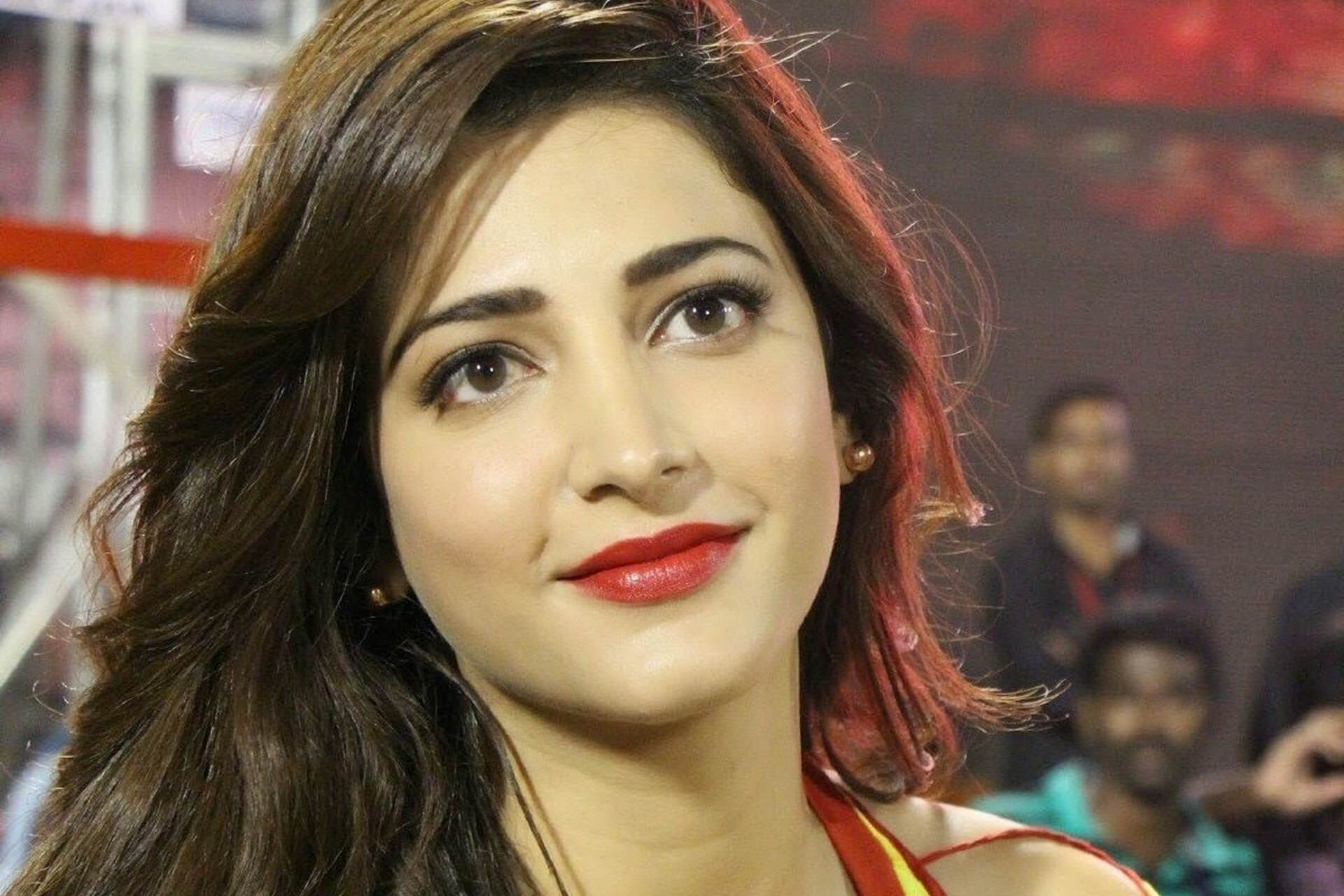 Shruti Haasan Age, Image(photos), Date Of Birth, Height, Boyfriend, Sister, Mother, Religion, Biography, Marriage, Family, Net Worth, Education, Awards, Instagram, Twitter, Wiki, Facebook, Imd ( (150)