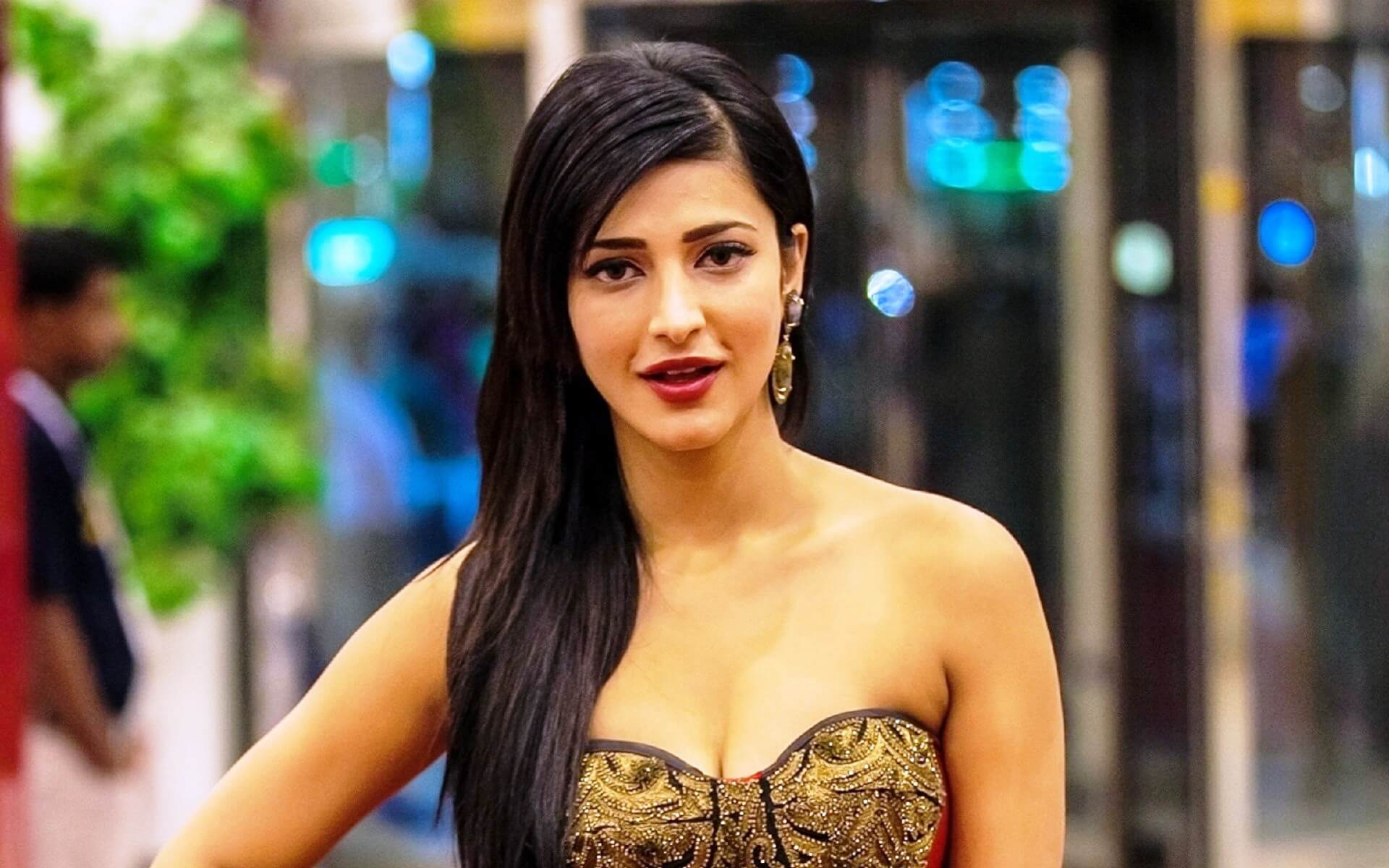 Shruti Haasan Age, Image(photos), Date Of Birth, Height, Boyfriend, Sister, Mother, Religion, Biography, Marriage, Family, Net Worth, Education, Awards, Instagram, Twitter, Wiki, Facebook, Imd ( (159)