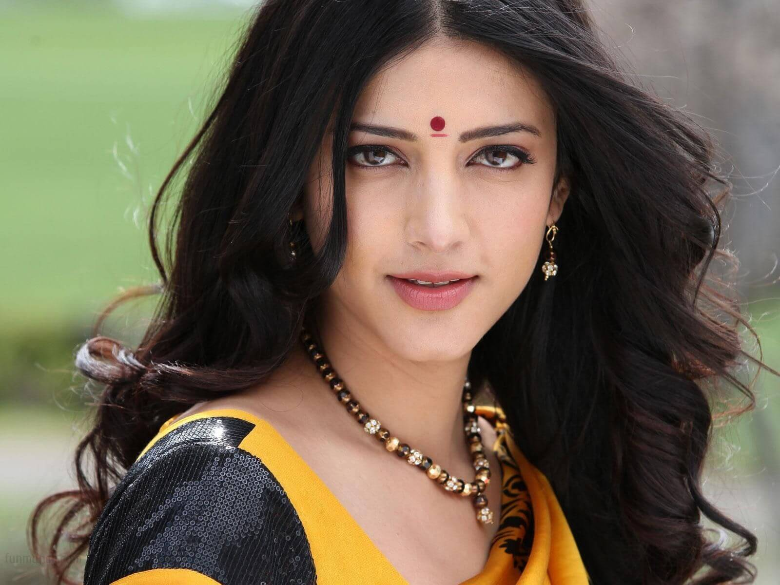 Shruti Haasan Age, Image(photos), Date Of Birth, Height, Boyfriend, Sister, Mother, Religion, Biography, Marriage, Family, Net Worth, Education, Awards, Instagram, Twitter, Wiki, Facebook, Imd ( (169)