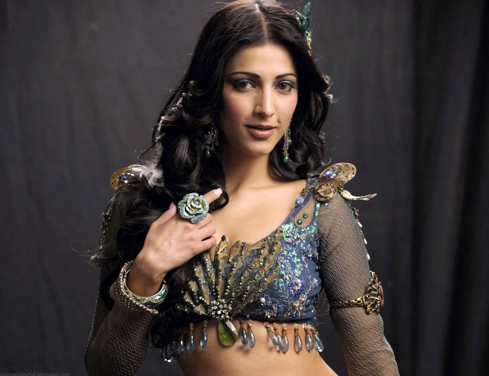 Shruti Haasan Age, Image(photos), Date Of Birth, Height, Boyfriend, Sister, Mother, Religion, Biography, Marriage, Family, Net Worth, Education, Awards, Instagram, Twitter, Wiki, Facebook, Imd ( (172)