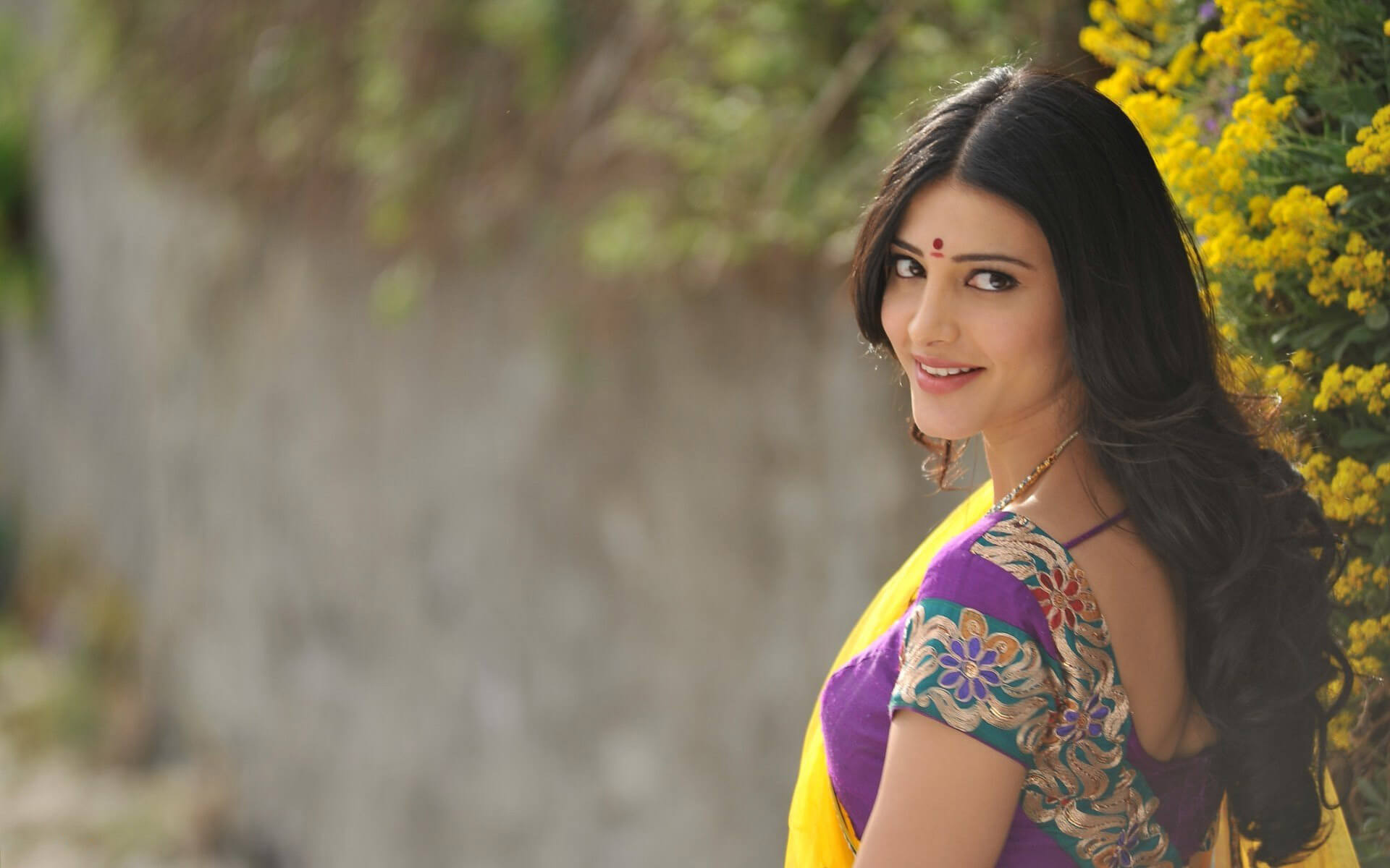 Shruti Haasan Age, Image(photos), Date Of Birth, Height, Boyfriend, Sister, Mother, Religion, Biography, Marriage, Family, Net Worth, Education, Awards, Instagram, Twitter, Wiki, Facebook, Imd ( (174)