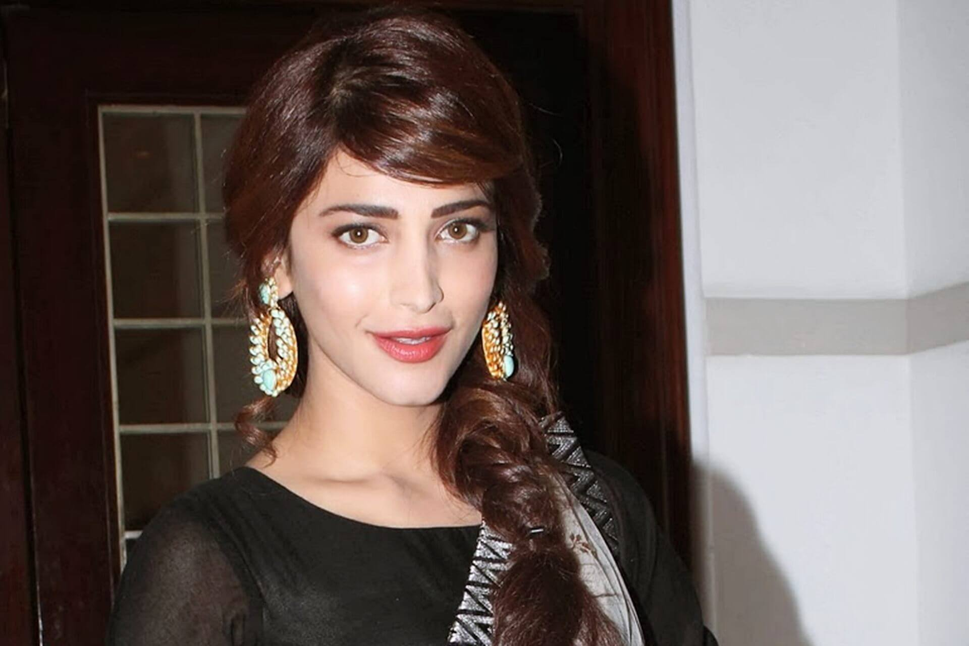 Shruti Haasan Age, Image(photos), Date Of Birth, Height, Boyfriend, Sister, Mother, Religion, Biography, Marriage, Family, Net Worth, Education, Awards, Instagram, Twitter, Wiki, Facebook, Imd ( (200)