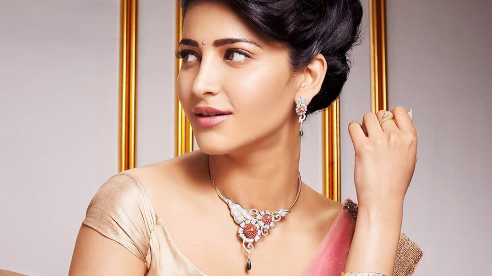 Shruti Haasan Age, Image(photos), Date Of Birth, Height, Boyfriend, Sister, Mother, Religion, Biography, Marriage, Family, Net Worth, Education, Awards, Instagram, Twitter, Wiki, Facebook, Imd ( (212)